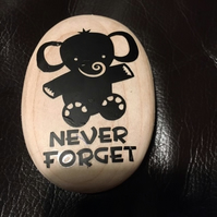 Portable Never forget how much you are loved  Pebble - Wooden - Small Size -