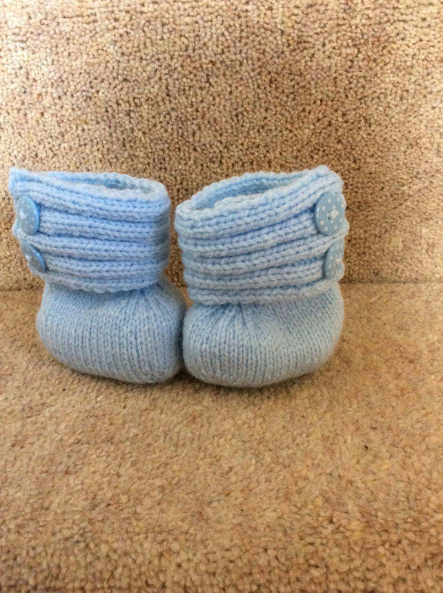 GORGEOUS HAND KNITTED BABY BOOTS