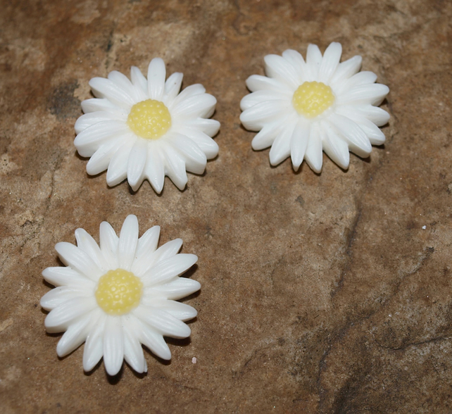 Cute Daisy Magnets. White with Yellow Centres. Shabby Chic. Set of 3.