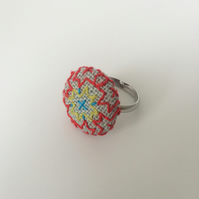 Ring Blackwork Pattern : Red, Green, cross
