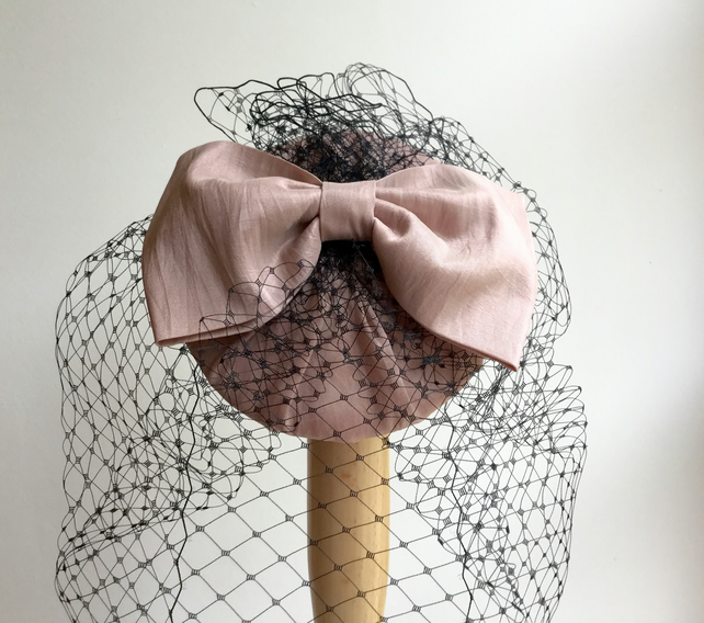 Nude cocktail hat, handmade, with bow and veil.