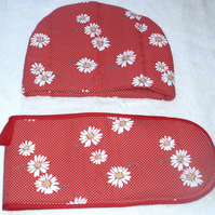 Bright White daisies on red tea cosy and oven glove set