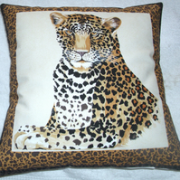 Leopard facing front cushion