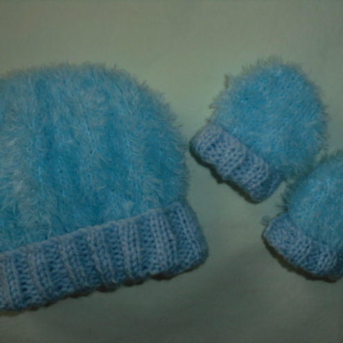 Hand Knitted Baby Hat & matching Mittens - Blue