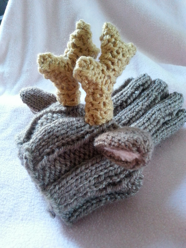 Knitting Pattern Dog Snood : knitted REINDEER dog snood