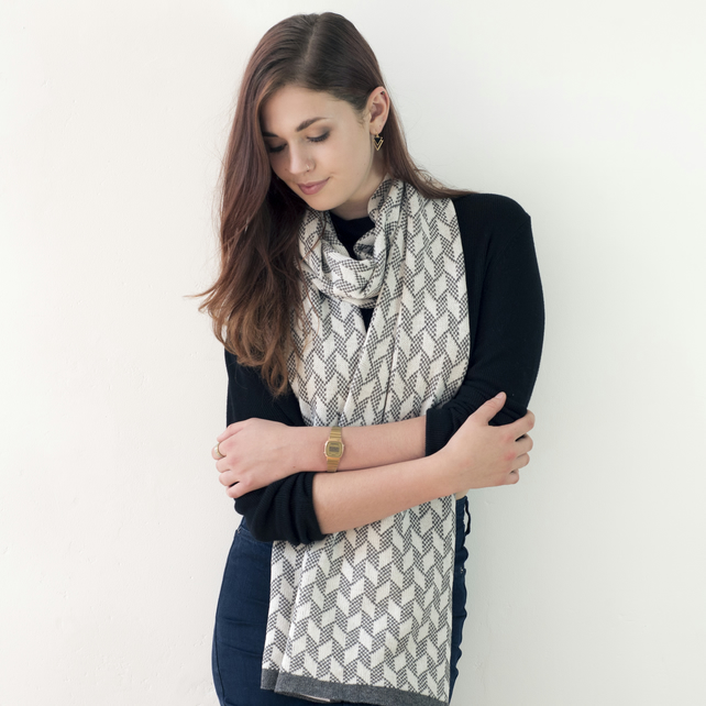 Lambswool knitted chevron scarf - grey and white