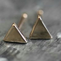 Handmade solid gold mini triangle earrings (shiny)