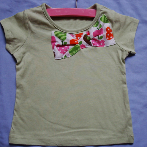 Girls strawberry bow t shirt