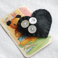 Black heart felt snap hair clip