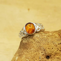 Celtic knot Amber Ring. UK SIZE N. 925 sterling silver rings for women