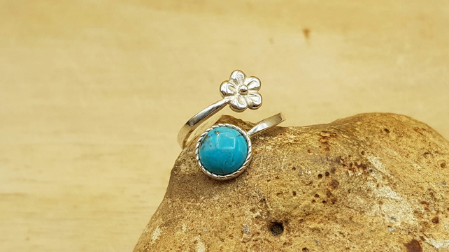 Turquoise flower ring. Adjustable. December Birthstone