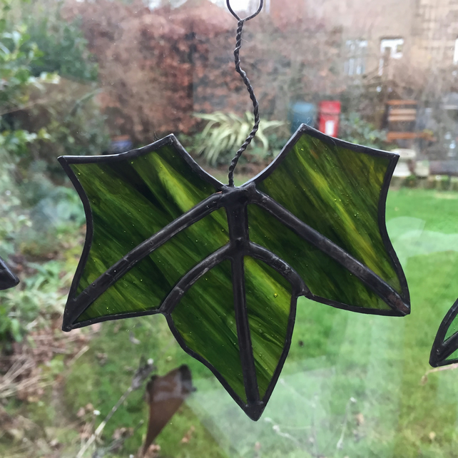 Stained Glass Leaf Suncatcher - Dark Green Streaky