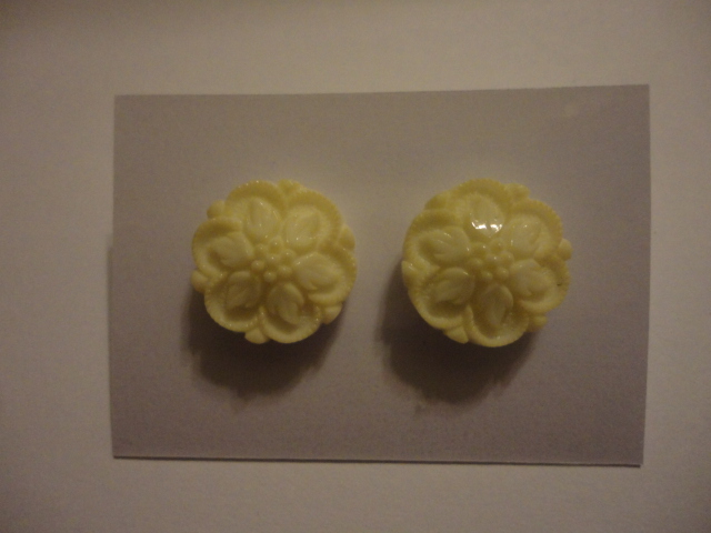 Cream Retro Earrings