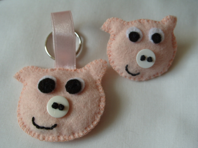 Felt Pink Piggy Brooch and Key Ring