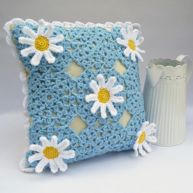 Daisy crochet cushion