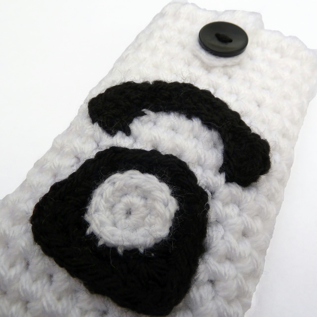 Telephone crochet phone case