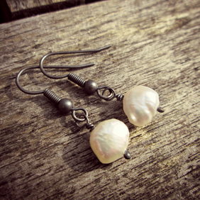 Pearl Earrings - Antique Black