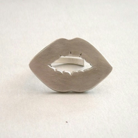 Solid Silver Kiss Ring