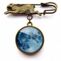 Blue Moon Hare Pin Brooch (ER10)