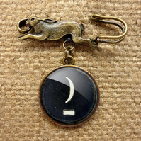 Crescent Moon Typewriter Key Hare Pin Brooch (DJ10)