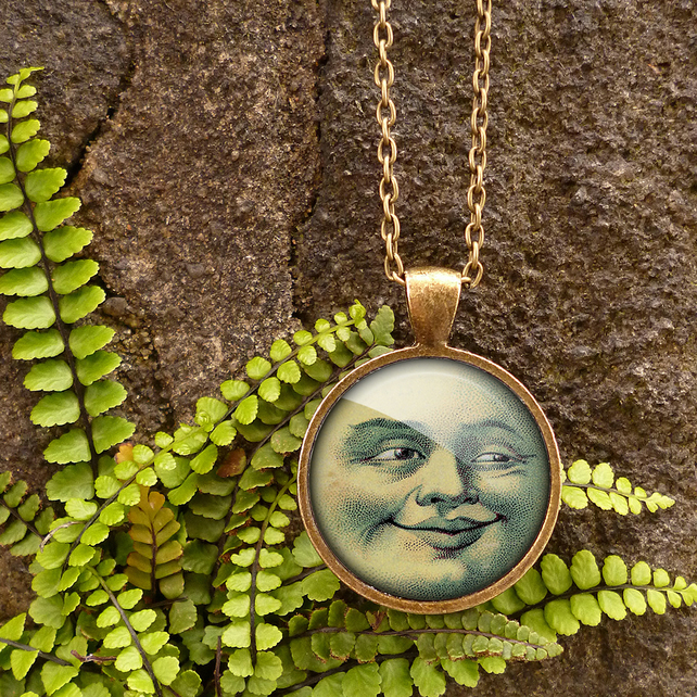 Vintage Moon Large Necklace (ER01)