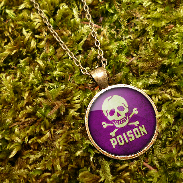Poison No.2 Large Necklace (DJ09)