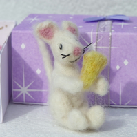 felted mouse in a matchbox