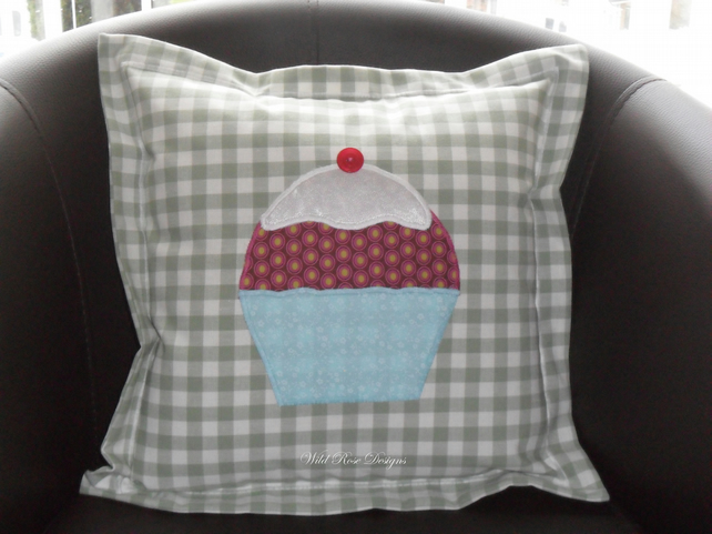 Cushions with appliquéd cupcake - Sale item!