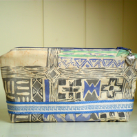 Makeup bag in a blue cotton print - Sale item!