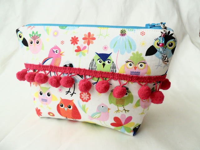 Make-up bag in a cute bird print