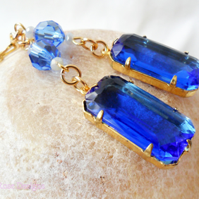 Sapphire blue drop earrings with vintage element