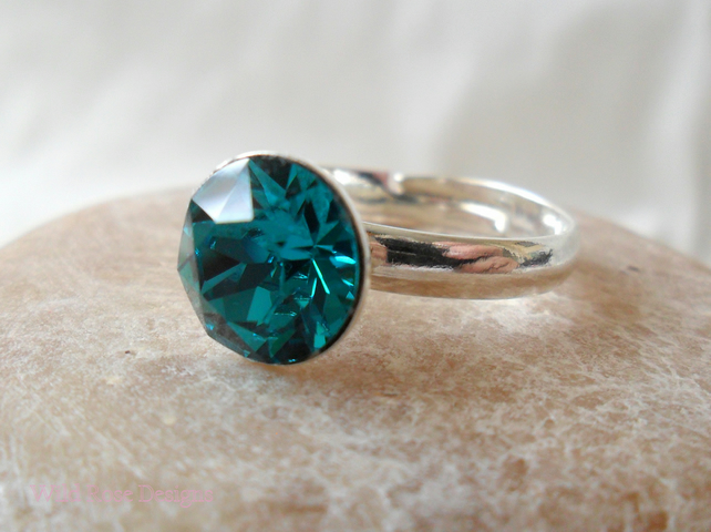 Adjustable ring with a Swarovski blue zircon - Sale item!