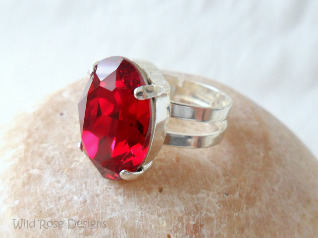 Adjustable ring with Swarovski crystal in Siam red - Sale item!