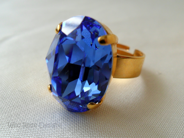 Large oval ring with a blue Swarovski crystal - Sale item!