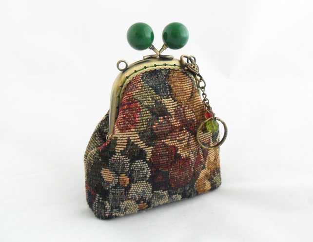 Small coin purse with keyring