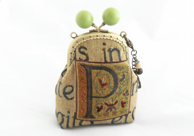 Small bobble clasp coin purse