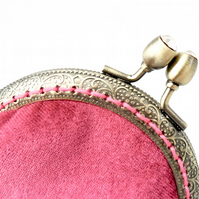 Velvet coin purse in pink