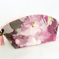 Zipped makeup bag in a floral print