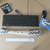 Wrist Rest for Keyboard & Mouse, Support PC Hand Rest. Desk Pet.