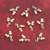 ACORN Charms x 10, antique GOLD tone charm