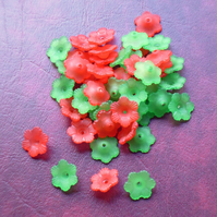 50 RED and GREEN 15mm FLOWER Beads, Lucite, Acrylic, petal, Christmas Mix