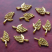Bunch of GRAPES Charms x 10, antique GOLD tone charm