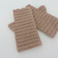 Crochet Fingerless Mittens with Wavy Edge Top in Caramel