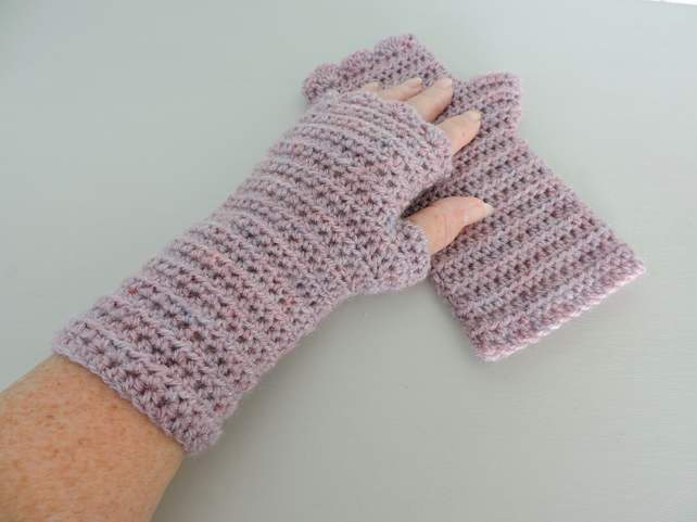 Sale now 5.00  Fingerless Mitts  Pale Heather  100% Acrylic