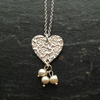 Heart, roses and pearls pendant