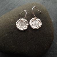 Round snowflake impression silver earrings