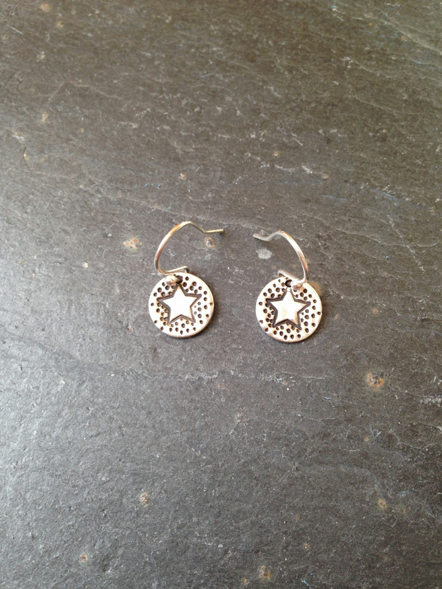 Small round star silver earrings