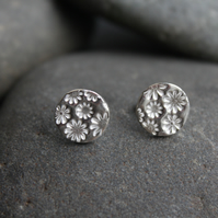 Fine silver round studs with flower impression
