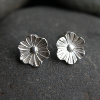 Dainty flower silver stud earrings