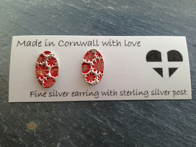Fine silver floral oval studs - red